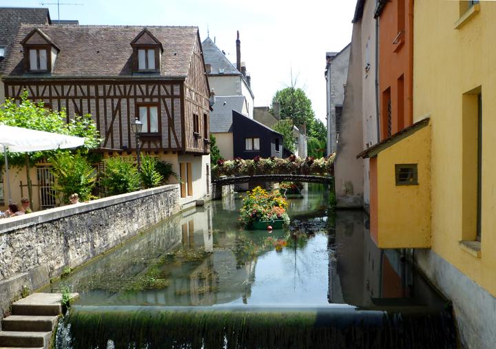 https://schoen1952.fr/wp-content/uploads/2018/06/Montargis-canal-France.jpg
